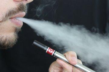 EVALI – COVID-19 fertőzéshez hasonló tüneteket okoz az e-cigaretta?